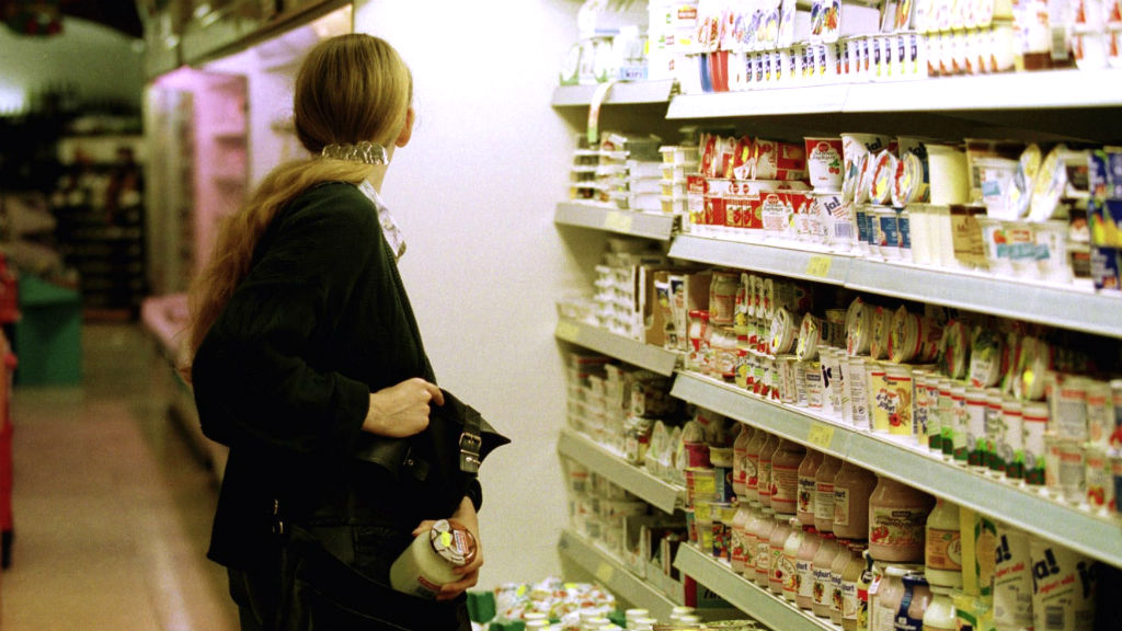4 Common Signs of a Shoplifter